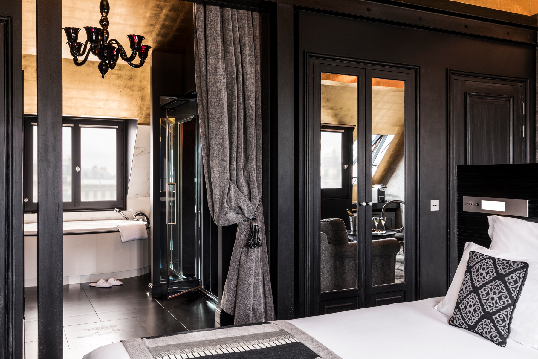 Maison Albar Hotels Le Champs-Elysées Suite with private jacuzzi